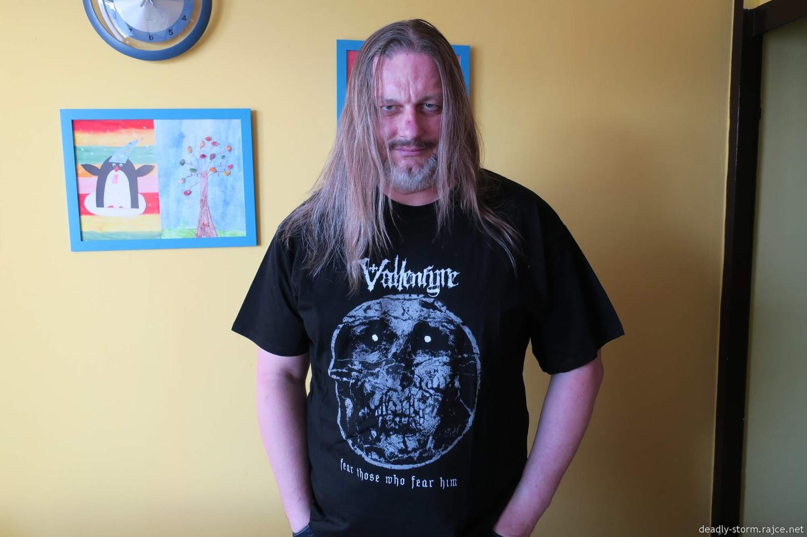 Hej, já jsem mrtvý, chci si dát tričko