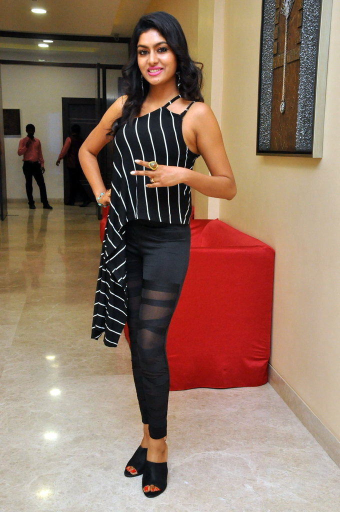 Telugu Actress Sai Akshatha At Kalamandir Anniversary In Black Dress