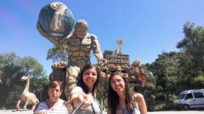 Parada do BusTour - Parque Terra Mágica Florybal - Canela