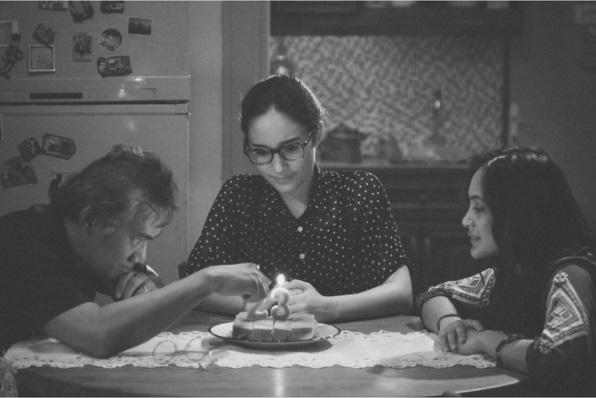 Adegan film I Am Hope perayaan Ulang Tahun Mia