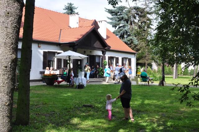Russów, Zwiedzanie dworku Marii Dąbrowskiej.