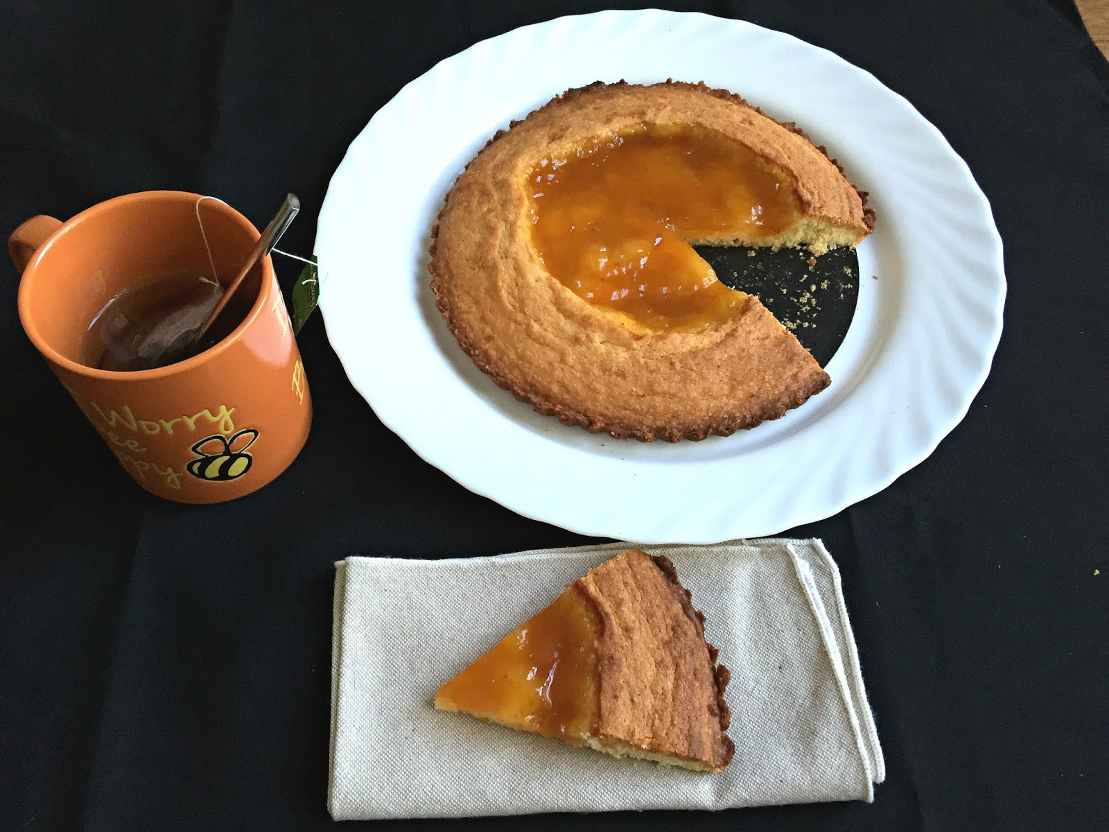 Soft crostata with almonds and apricot jam