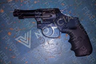 http://vnoticia.com.br/noticia/3541-dois-feridos-apos-garrafada-e-tiro-em-barra-do-itabapoana