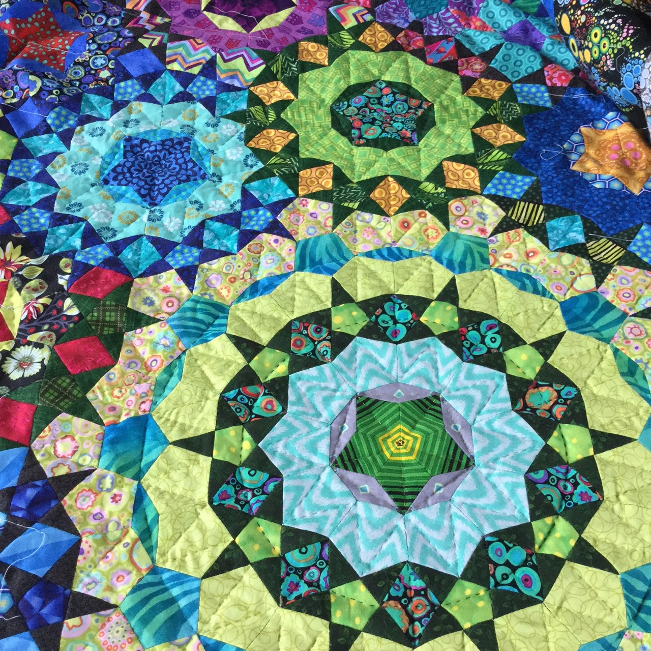 Wendy's quilts and more: Hand quilting my la passacaglia quilt