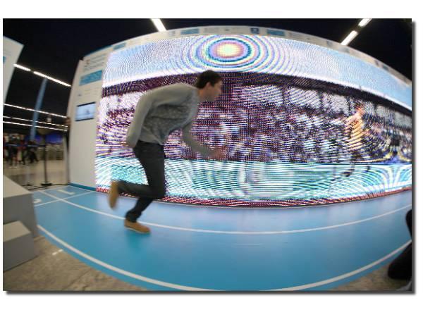 Alan Oliveira, el hombre que batió a Pistorius, en Metro de Madrid