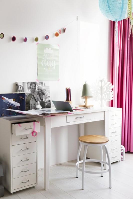 zona de estudio infantil en blanco y rosa  chicanddeco
