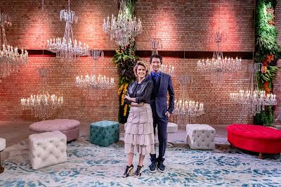"""Arlindo Grund e Emannuelle Junqueira no cenário de """"Prova de Noiva"""" Crédito da Foto: Kelly Fuzaro/Discovery Home & Health"""