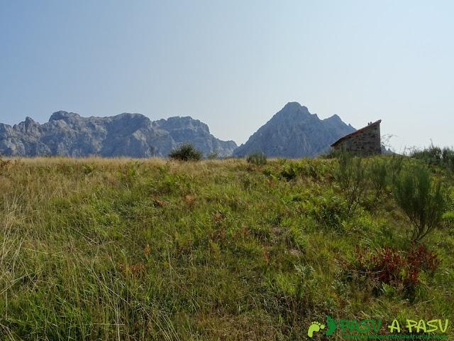 Ruta a la Torre Bermeja: Caseta en Pantivalles