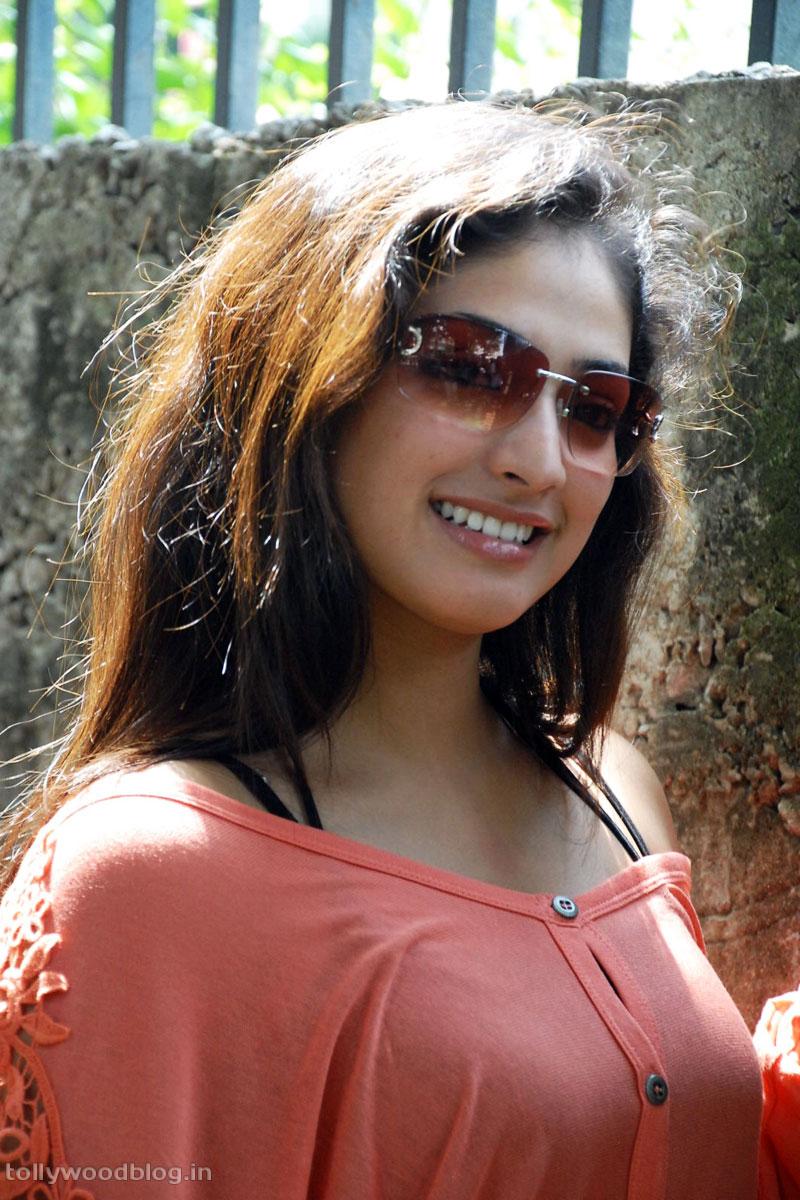 Hari Priya Latest Beautiful hot Photos Stills-HQ-Photo-6