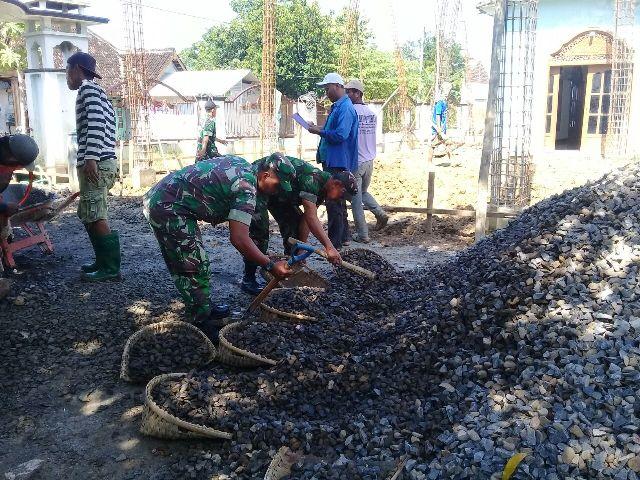 Warga Desa Jimbaran, Gotong Royong Dengan Anggota TNI, Bangun Tempat Ibadah