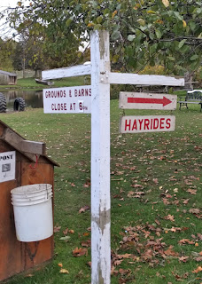 Sign to hayrides
