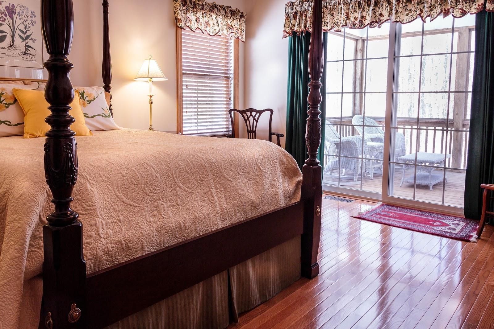 Bettüberwurf im Landhausstil: behagliche Tagesdecken mit Stil
