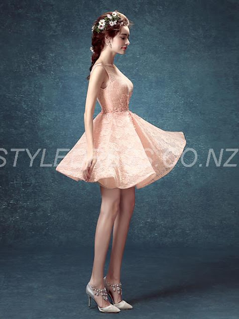 Amazing Backless Scoop Neck Straps Appliques Beaded Short Lace Homecoming Dress