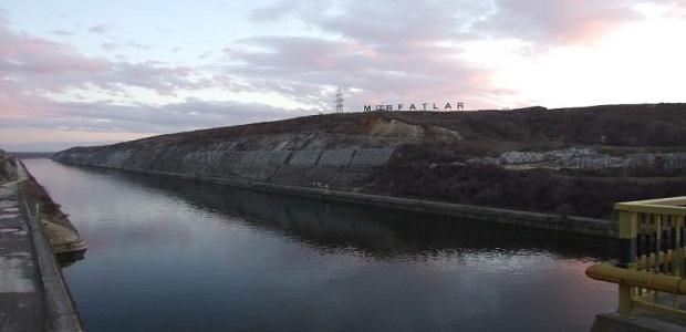 Murfatlar, perspectivă spectaculoasă de pe podul ce traversează Canalul Dunăre - Marea Neagră.