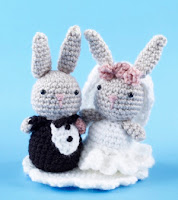 10 Free Crochet Wedding Patterns--DIY Wedding Free Cake Topper Pattern Rabbits