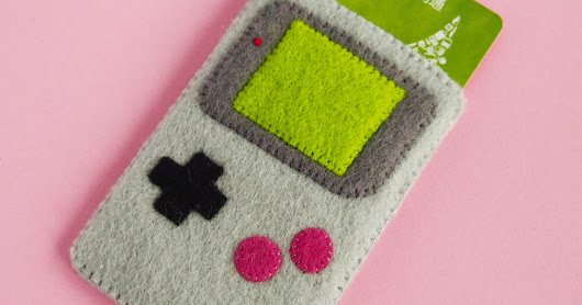 Free Pattern of The Month - Gameboy Card holder