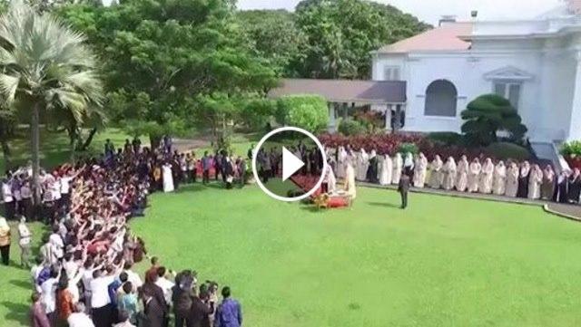 VIDEO: Raja Salman Tinggalkan Jokowi Demi Bisa Hadiri Shalat Di Awal Waktu
