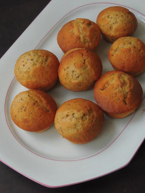 Butterless Chia Seeds, Banana Muffins with Spelt flour