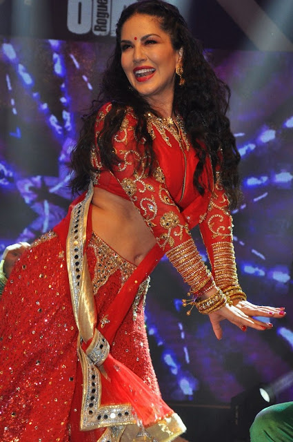 Sunny Leone Hot in Red Saree images