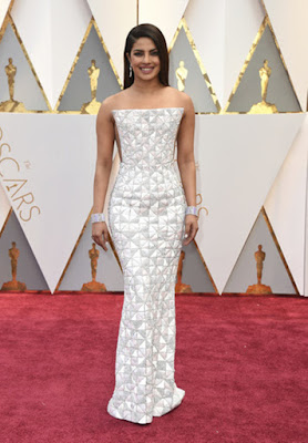 http://indianexpress.com/photos/entertainment-gallery/oscars-2017-red-carpet-priyanka-chopra-dev-patel-sunny-pawar-see-pics-4545530/2/