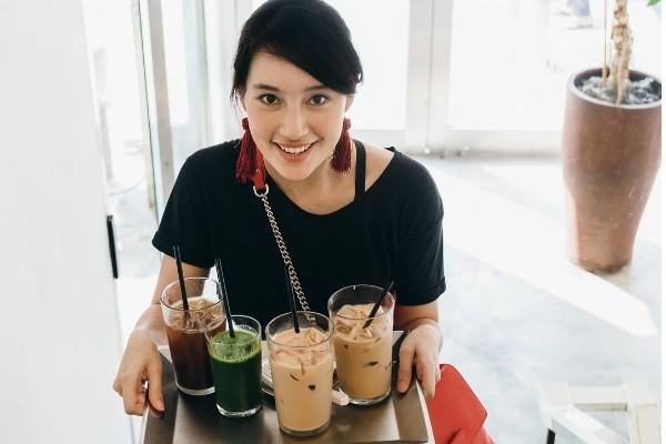 5 Makanan yang Harus Dihindari Selama Naik Pesawat, biar Gak Begah