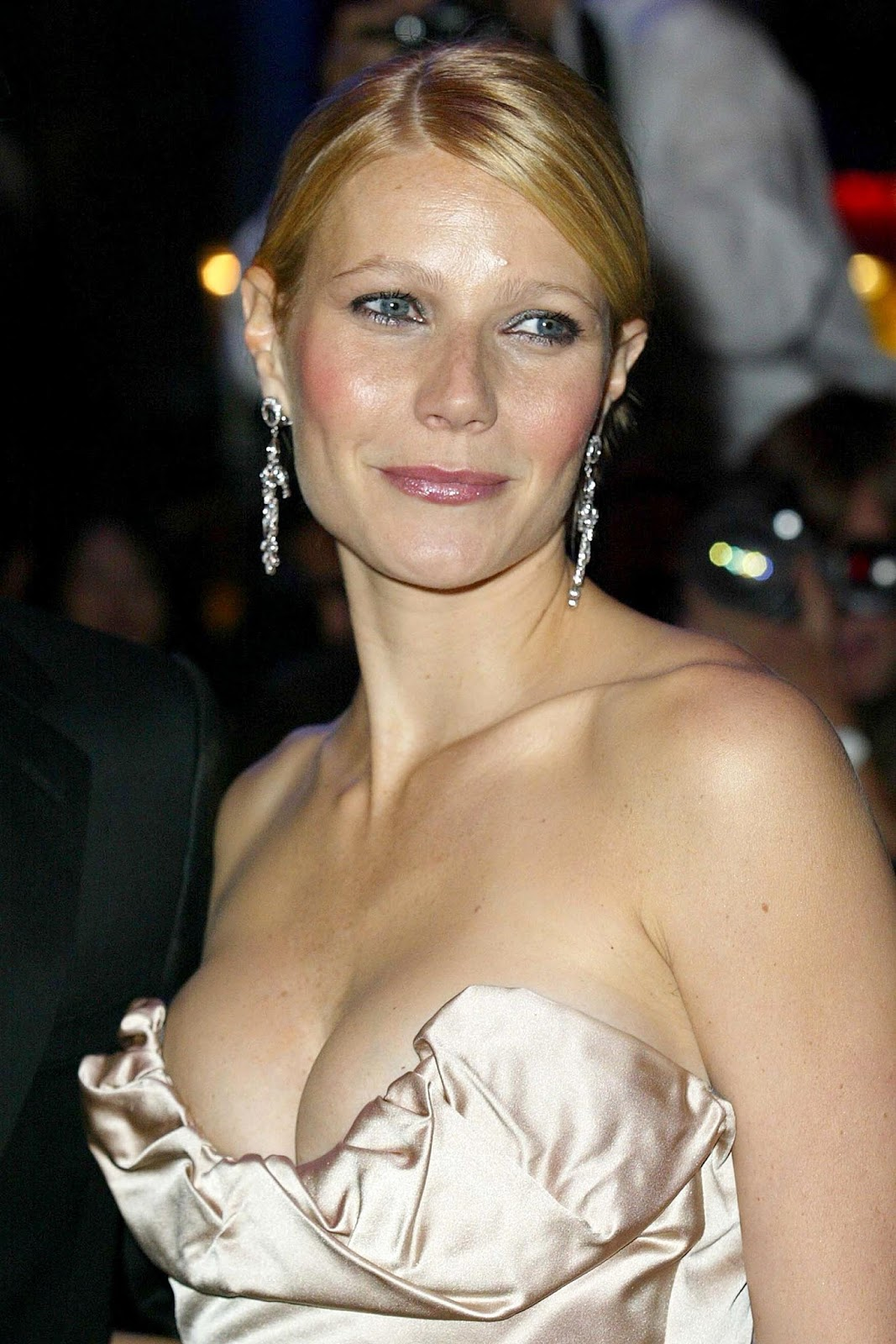 3d Friendship Wallpapers Free Download Gwyneth Paltrow Latest Pics Images Photos And Wallpaper