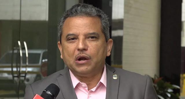 El diputado del Frente Amplio Fidel Santana denunció que el Estado utiliza el espionaje telefónico a los ciudadanos con fines políticos y para la extorsión económica de ciertos sectores.