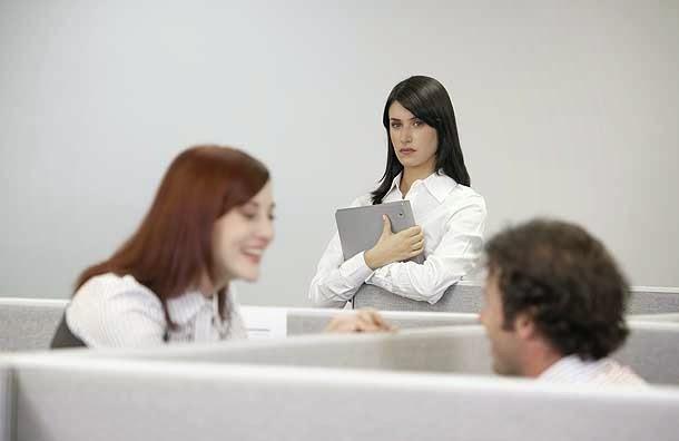 Teman Kerja Anda Iri Kepada Anda ? Ini Cara Menghadapinya!