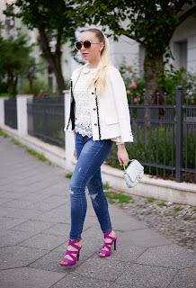 dark washed skinny jeans