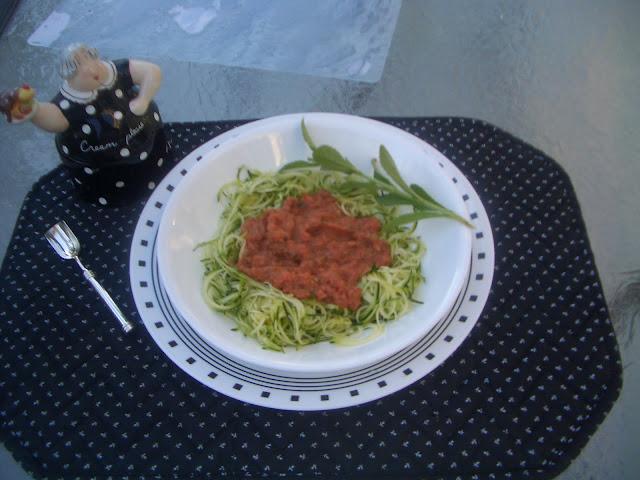 spiralized zucchini pasta and sauce