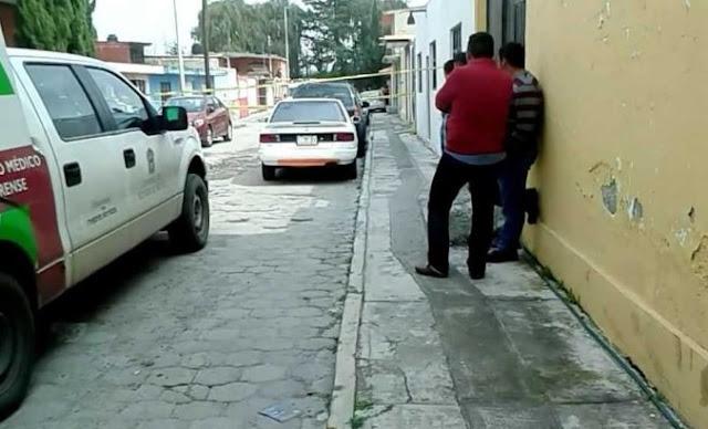 Autos y calle del pueblo