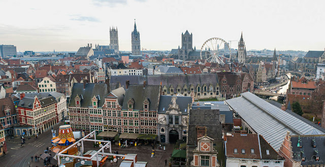Panorámica de la plaza y torres de Gante