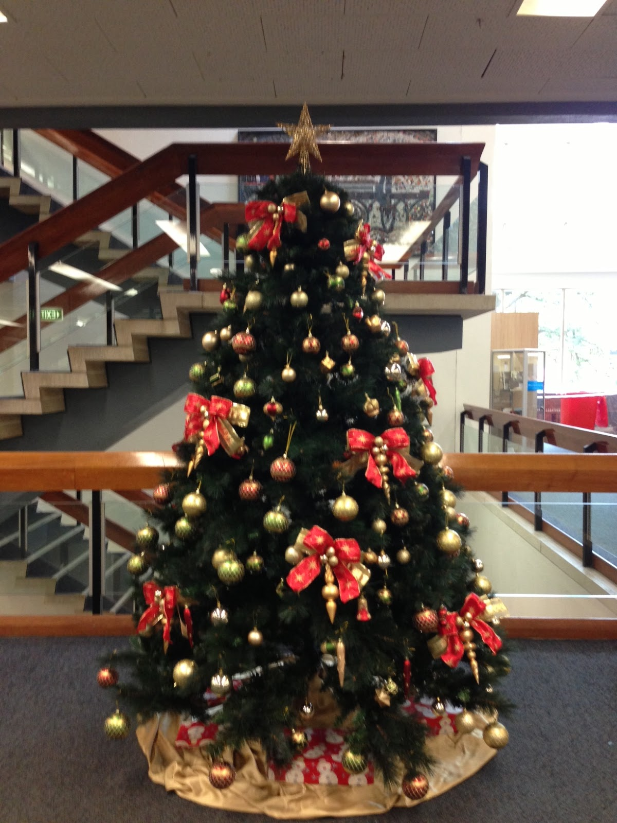 The first of many corporate Christmas trees went up in the main foyer. It  didn't do anything to me, it looks like any Christmas tree you see at work  places.
