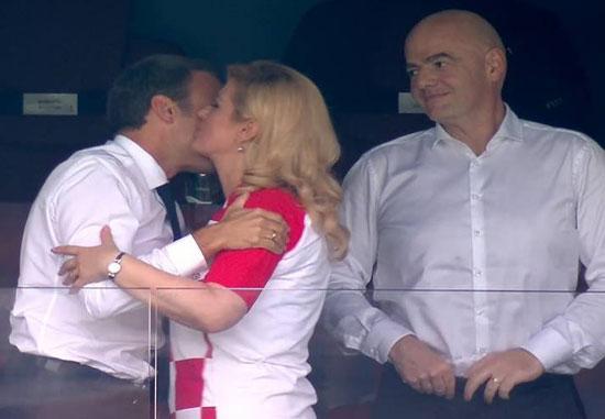 بالفيديو جدل حول قبلة الرئيس إيمانويل ماكرون لرئيسة كرواتيا بعد نهائي كأس العالم