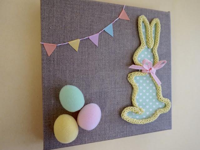 Lapin en tricotin de Pâques