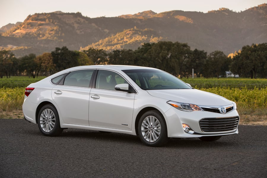 2013 Toyota Avalon Hybrid Review