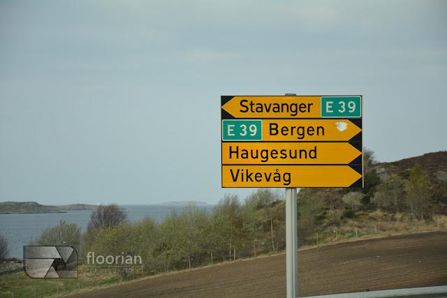 Jak się dostać na Preikestolen. Ze Stavanger można się dostać promem do Tau, a następnie ok. 20 km. samochodem lub autobusem na parking - Preikestolen Fjellstue.
