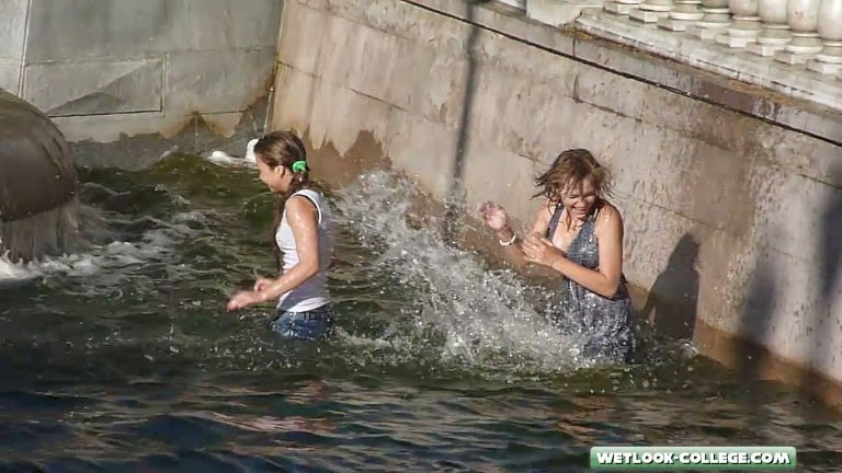 Wetlook  Candid College Girls Bathing In A Fountain -4183