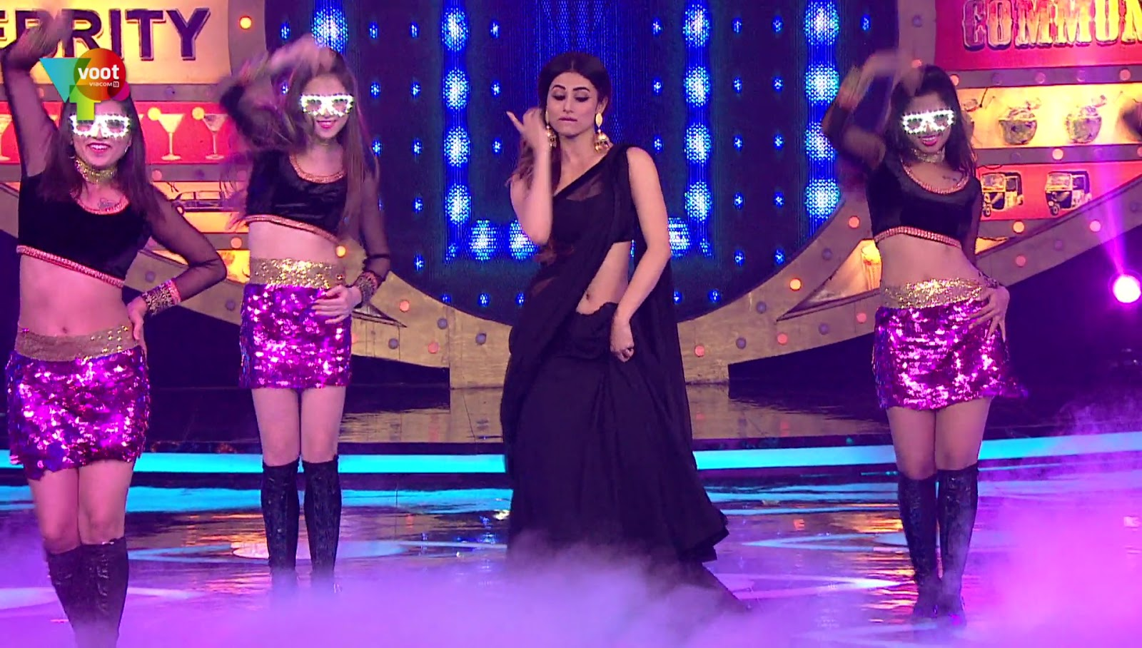 Mouni Roy Very Hot Sexy Navel Show In Bigg Boss - Sexy -4830