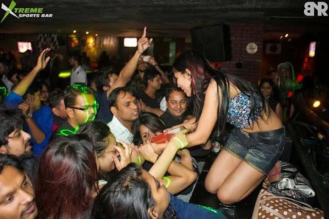 Picking Up Single Girls in Bangalore India