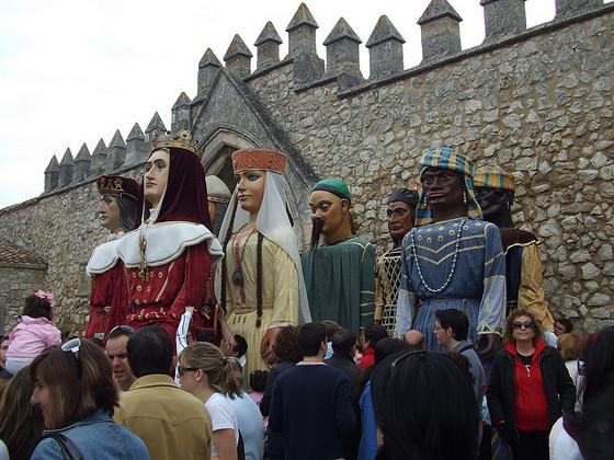 imagen_burgos_curpillos_huelgas_fiesta_gigantones_baile_compas_monasterio