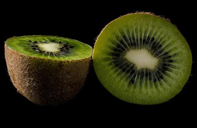 अगर सुंदरता बढ़ानी हो तो करें कीवी फल का सेवन बहुत जल्द गोरे दिखने लगेंगे