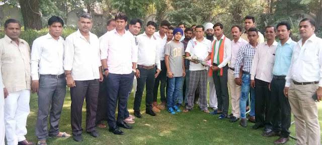 bjp-leader-rajesh-nagar-greets-to-krishan-pandit-tilpat