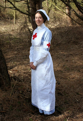 http://misshendrie.blogspot.nl/2015/02/world-war-i-vad-uniform.html