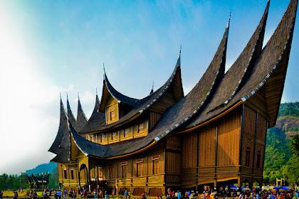 Rumah Adat Sumatera Barat