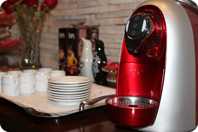 Cantinho do Café com a Máquina da TRES : Decoração do Jantar Dia dos Namorados