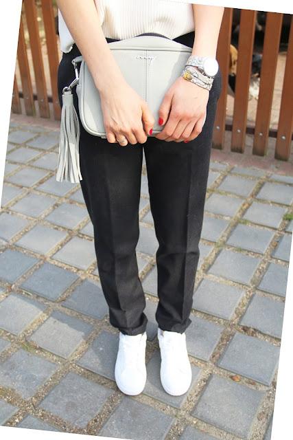 Novamoda stylizacje, streetstyle, białe trampki, moda po 30ce, blog po 30ce, trendy, inspiracje, comfy look, Novamoda streetstyle, stylistka poznań