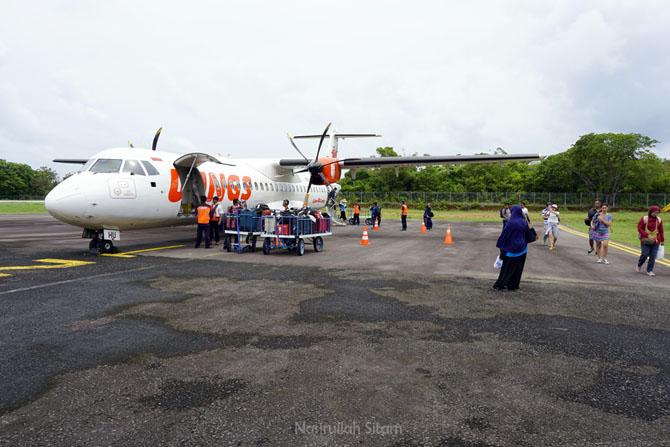 Wings Air di bandara Dewadaru Karimunjawa