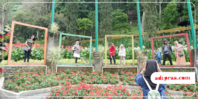 Berfoto Bersama di Selecta Garden | adipraa.com
