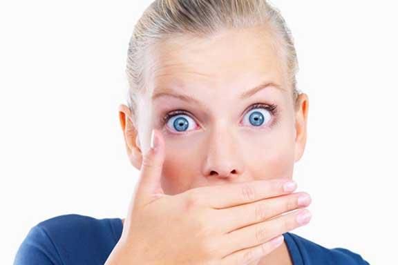 خمسة أطعمة سحريّة تحسّن رائحة الفم!
